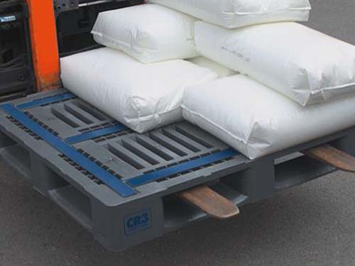 The Craemer CR3-5 plastic pallet has an extremely high load bearing capability due to internal spring steel 'H' profiles