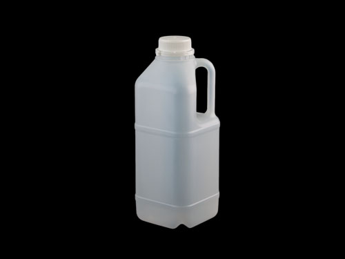 Square Flagon 2L with 5813 cap.