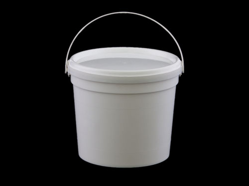 Closeup of Redi-2-Pak Pail 2.3L with Lid